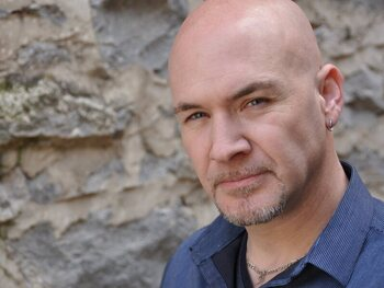 Showbizz Detective: Tim Storms, de man met de diepste stem ter wereld