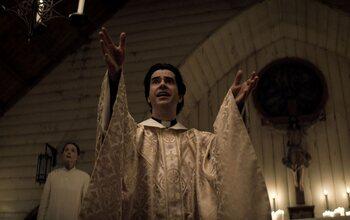 Pourquoi 'Midnight Mass' n'est pas une nouvelle saison de 'Haunting of Hill House'